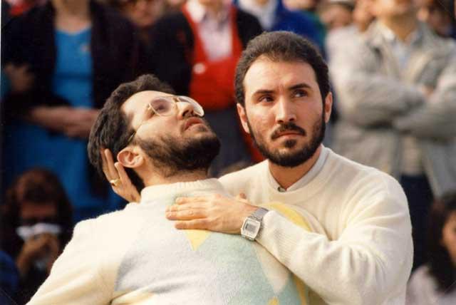 Porto S.Elpidio 1 Novembre 1989 Estasi di Giorgio alla presenza di un migliaio di testimoni sorretto da suo fratello Filippo Bongiovanni.