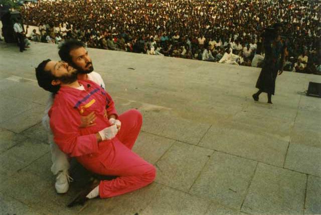 Kinshasa 27 Marzo 1991 Giorgio Bongiovanni in estasi di fronte a migliaia di persone durante una conferenza nella Piazza del Popolo.
