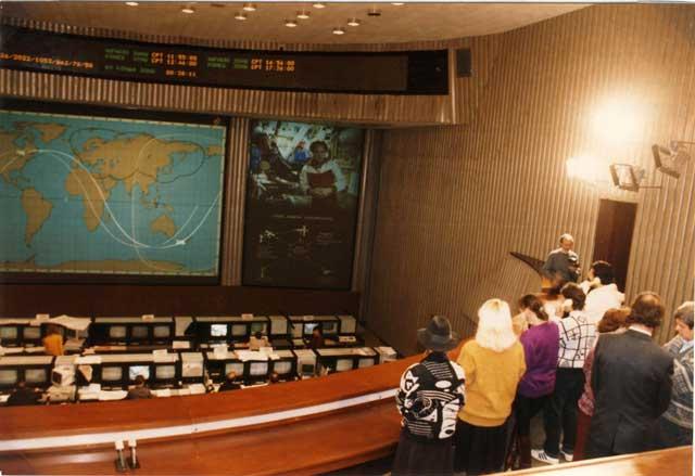 """Russia - Mosca 12 Ottobre 1992 """"Centro Controllo dei Voli Spaziali"""" Giorgio parla in diretta con i Cosmonauti della Stazione Orbitale MIR."""
