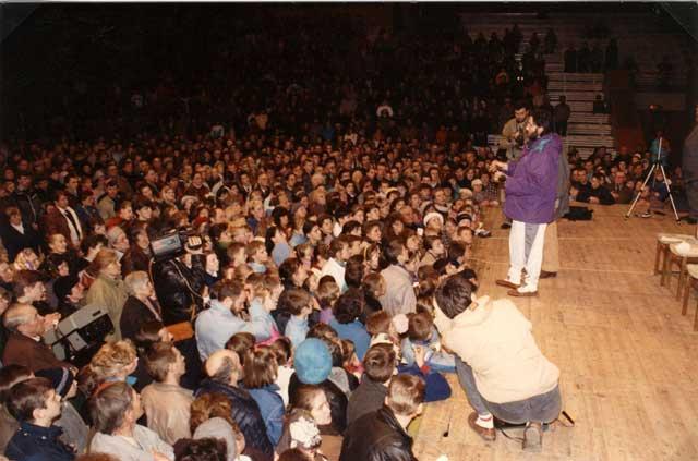 Lituania Marzo 1993 Conferenza nello Stadio di Kaunas alla presenza di 10.000 persone.