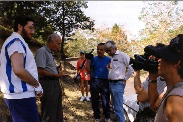 Sicilia - Nicolosi Settembre 1993 La troupe di Jaime Maussan intervista Eugenio Siragusa.